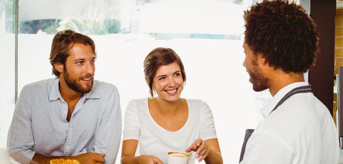 La réduction des temps d'attente est une condition essentielle pour le maintien de la satisfaction des clients. A pas aime diner assis en attendant de prendre note de votre commande, entouré par le personnel du restaurant autour pressé.