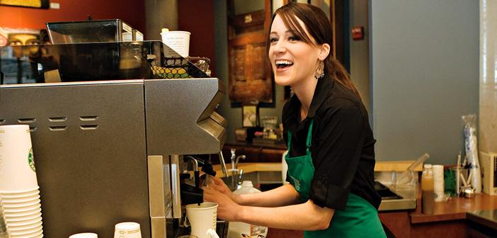 La única crítica que puede admitir esta nueva política de Starbucks puede ser la desigualdad que puede generar con respecto a aquellas personas que no están afiliadas a ningún banco, o que la gente no está acostumbrada a pagar un producto como el café con una tarjeta de crédito.