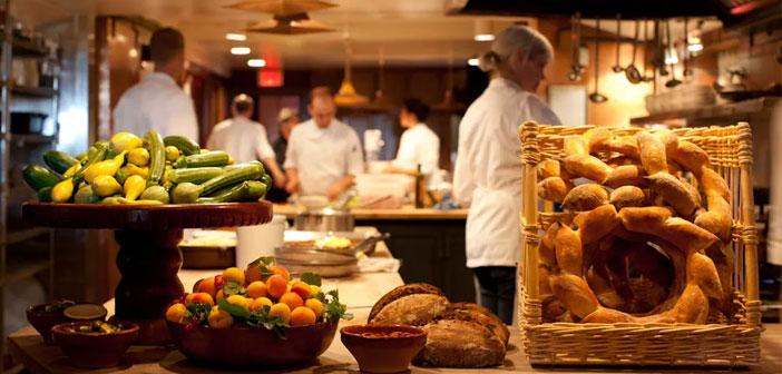 Una legión de cocineros se ha posicionado a favor de despensas coherentes, y ha incorporado a sus cartas más y más verduras, reconciliando a muchos adultos con el infantil rechazo de los verdes.