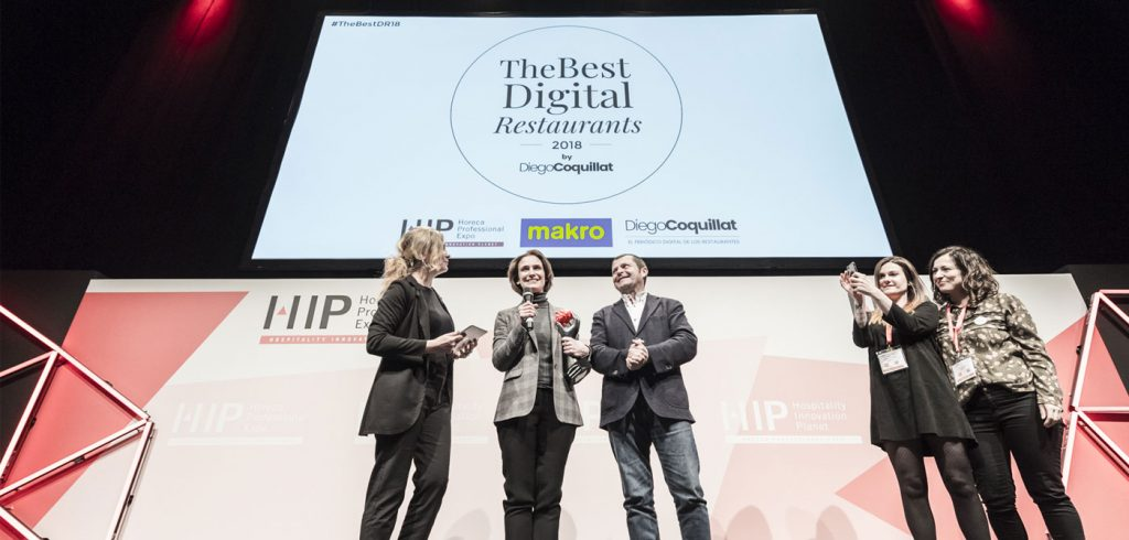 "Starbucks Spain was awarded the prize in the category The Best Digital Restaurant_Group 2018, and Camille Cochy of Moncan -Communications & Digital Marketing Group Director Vips-, considers that this recognition is because ""the daily and constant work of a very talented team that is dumped for years in materializing the clear commitment of the brand to connect with customers, also from the digital environment. """