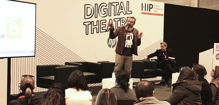 Óskar García in his participation in the #TeatroDigital who led @diegocoquillat during # ExpoHip2018 in Madrid.