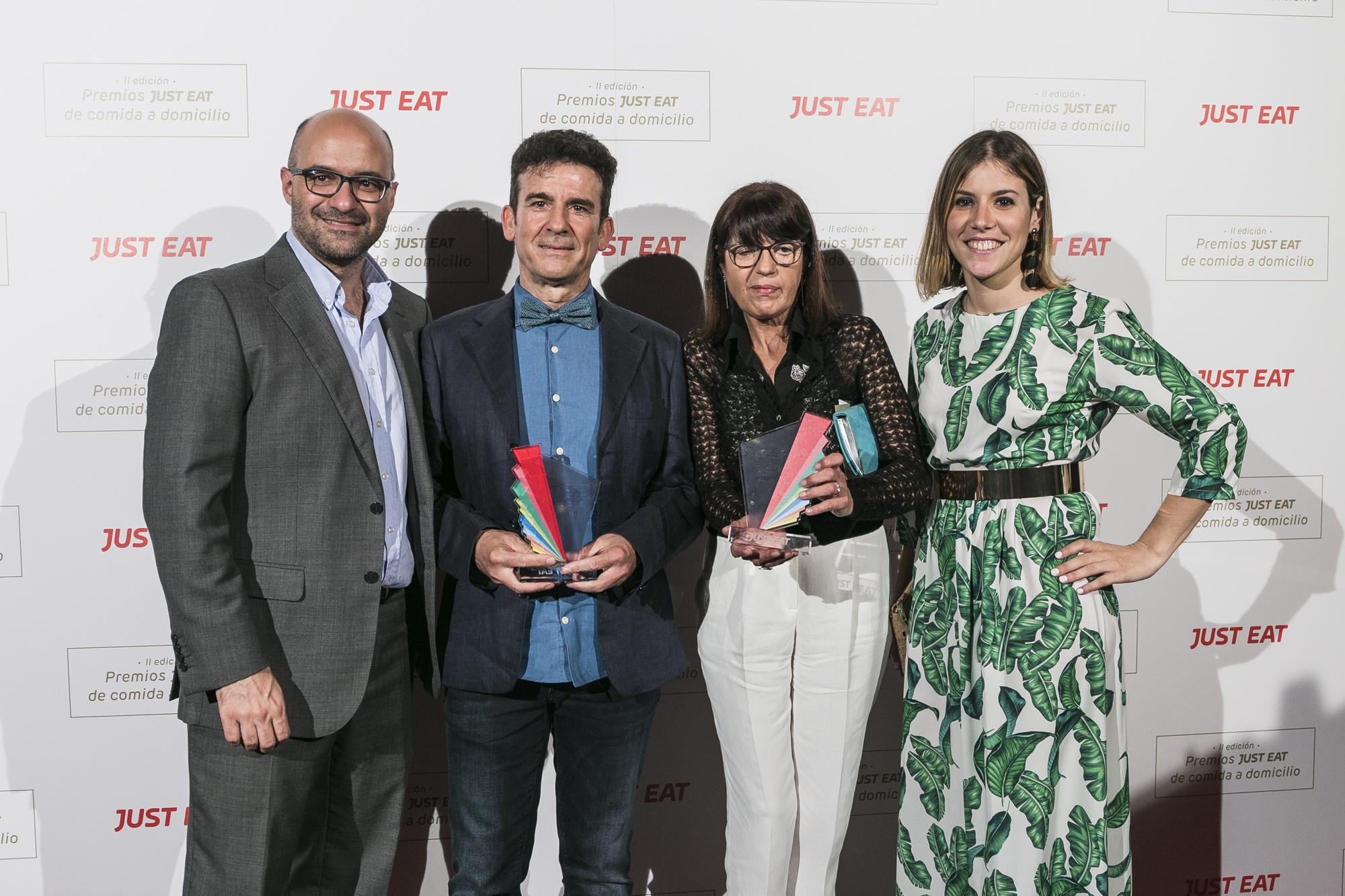 De gauche à droite. Jésus Rebollo, Country Manager Just Eat España, Yecla33 représentants et Inés Jaén, de Silence