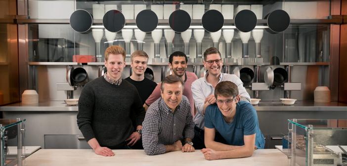 El equipo responsable, conformado por Kale Rogers, Michael Farid, Braden Knight y Luke Schlueter; y apodado MIT Spyce Kitchen, está plenamente satisfecho.