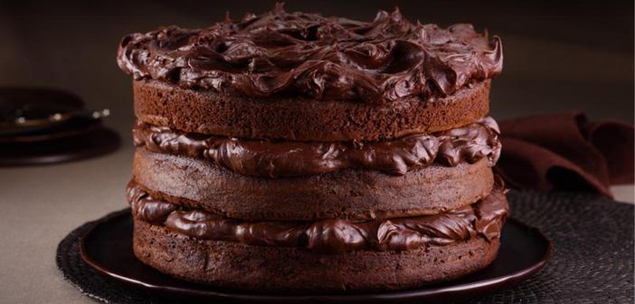 Crea un postre especial para ese día y dalo a conocer en todos tus canales. O en vez de dulce, crea algo diferente que incentive las reservas: cócteles o guisos a base de chocolate.
