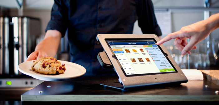 Tactile TPV is one of the flagships of the digital transformation restaurants. Often ubiquitous in the establishments of the largest fast food franchises, these devices are now extended to other restaurants as tablets or kiosks. But there is something that all of these formats have in common, a whole crowds of diners just touching the screens after day.