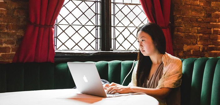 KettleSpace permet club propriétaires, bars et restaurants louent des tables pour les travailleurs indépendants qui ont besoin d'un espace de travail. Vous pouvez organiser une réunion ou de travail d'un ordinateur.