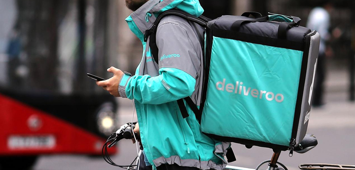 Uber Eats now intends to take control of Deliveroo. He has not disclosed the amount by which the purchase would be made, as discussions are still kept private. Yes it has been revealed that the acquisition price requested by Deliveroo would be significantly higher than the market price, and not to affect the liquidity of Uber, this would rather make a payment through actions.