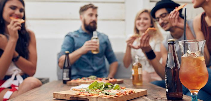 In order to meet the needs of new consumers, restaurants are forced to streamline their services, reduce waiting times and address the multiple existing channels of communication between business and client.