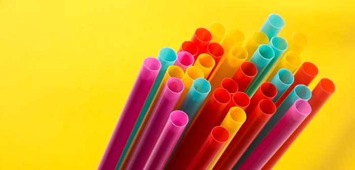 Nueva York debate una nueva ley que prohibiría las pajitas de plástico. Los bares y restaurantes serían los primeros en verse afectados.