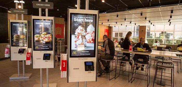 Mientras McDonald's se apresura a desmentir la destrucción de empleo causada por sus kioscos interactivos, la realidad no es tan clara.