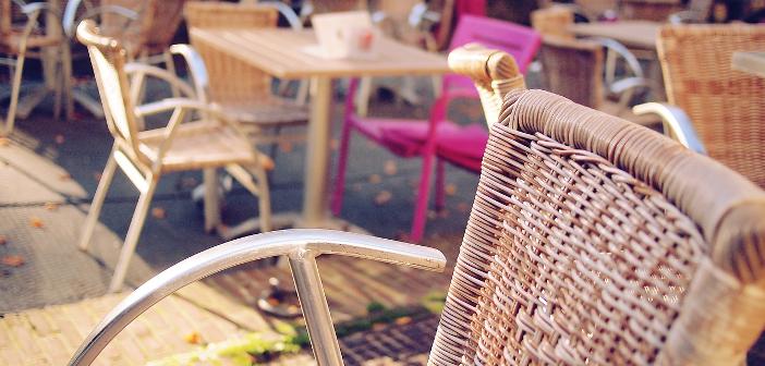 Durante estos treinta y un días cabe esperar tiempo apacible y caluroso en la mayor parte de la península, y por eso resulta perfecto para promocionar el ambiente de terraza y las comidas al aire libre.